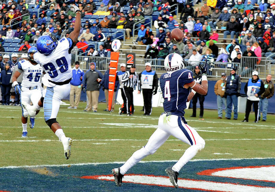 Connecticut wide receiver Deshon Foxx (4) gets by Memphis defensive back Reggis Ball (39) for a touchdown during the first half of an NCAA college football game, in East Hartford, Conn., on Saturday, Dec. 7, 2013. (AP Photo/Fred Beckham) / FR153656 AP