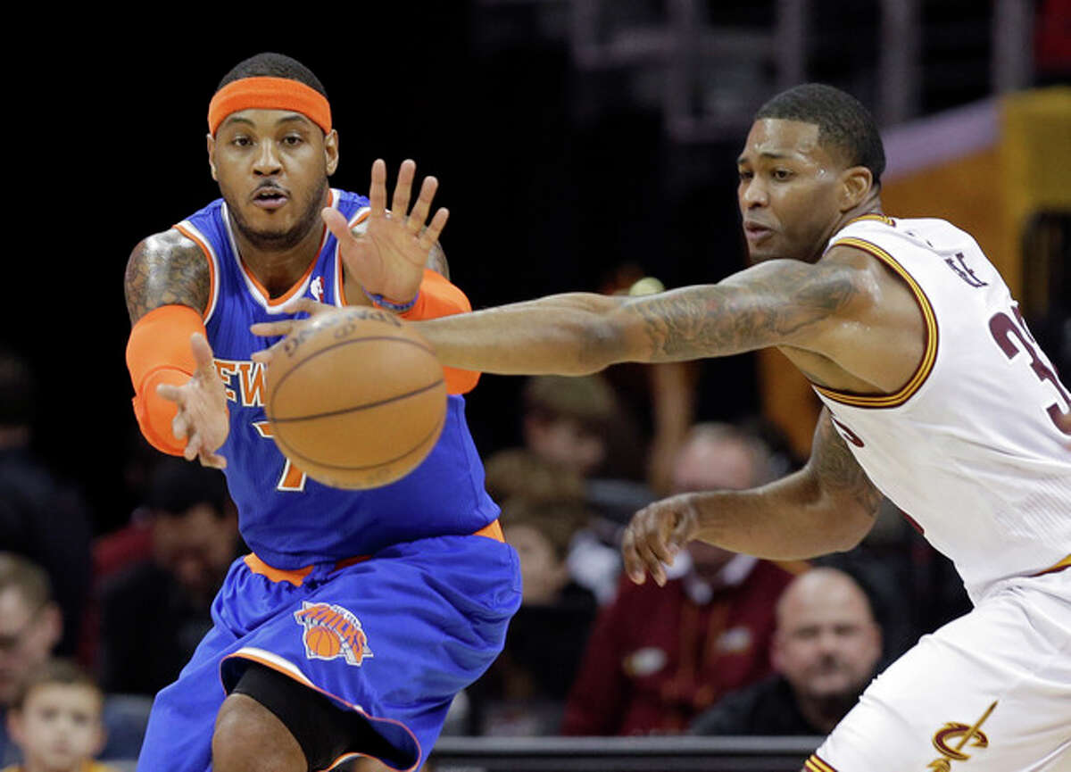 Cleveland Cavaliers' Alonzo Gee, right, knocks the ball away from New York Knicks' Carmelo Anthony in the first quarter of an NBA basketball game Tuesday, Dec. 10, 2013, in Cleveland. (AP Photo/Mark Duncan)