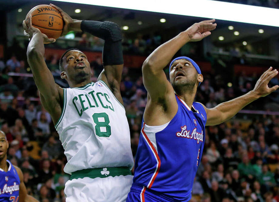 Boston Celtics guard Jeff Green (8) shoots against Los Angeles Clippers forward Jared Dudley in the first quarter of an NBA basketball game in Boston, Wednesday, Dec. 11, 2013. (AP Photo/Elise Amendola) / AP