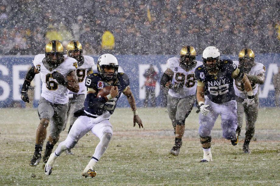 Navy quarterback Keenan Reynolds (19) runs in a touchdown during the first half of an NCAA college football game against Army, Saturday, Dec. 14, 2013, in Philadelphia. (AP Photo/Matt Slocum) / AP