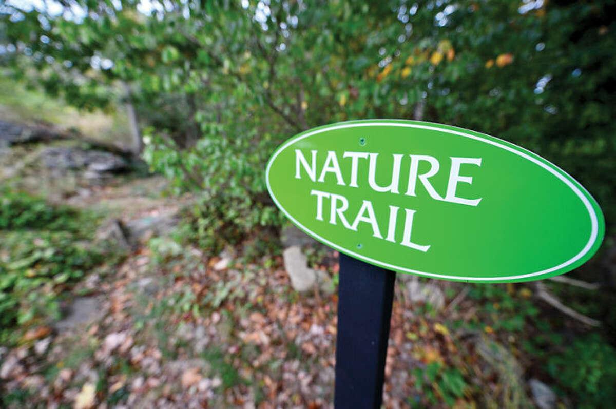 Hour photo / Erik Trautmann Oak Hills Park trail.