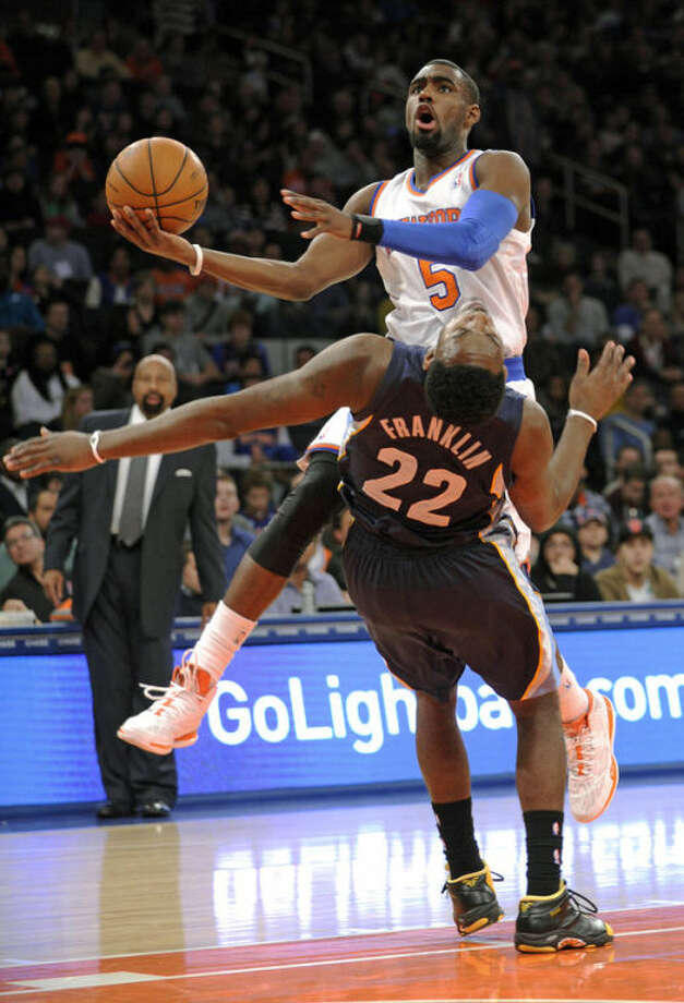 New York Knicks' Tim Hardaway Jr. (5) runs into Memphis Grizzlies' Jamaal Franklin (22) during the second quarter of an NBA basketball game Saturday, Dec. 21, 2013, at Madison Square Garden in New York. (AP Photo/Bill Kostroun)