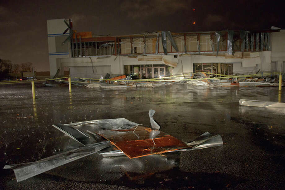 The Books-A-Million store is seen damaged by heavy wind and rain during a major storm in Monroe, La., Saturday, Dec. 21, 2013. (AP Photo/Matthew Hinton) / FR170690 AP
