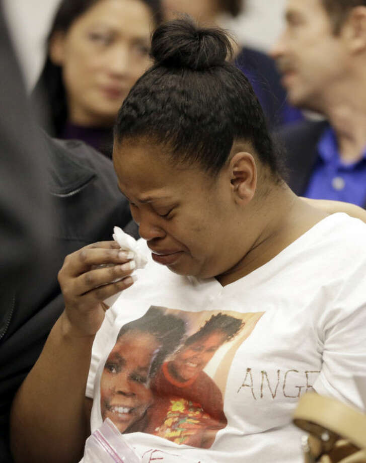 Nailah Winkfield, mother of Jahi McMath, cries before a courtroom hearing regarding McMath, Friday, Dec. 20, 2013, in Oakland, Calif. McMath remains on life support at Children's Hospital Oakland nearly a week after doctors declared her brain dead, following a supposedly routine tonsillectomy. (AP Photo/Ben Margot)