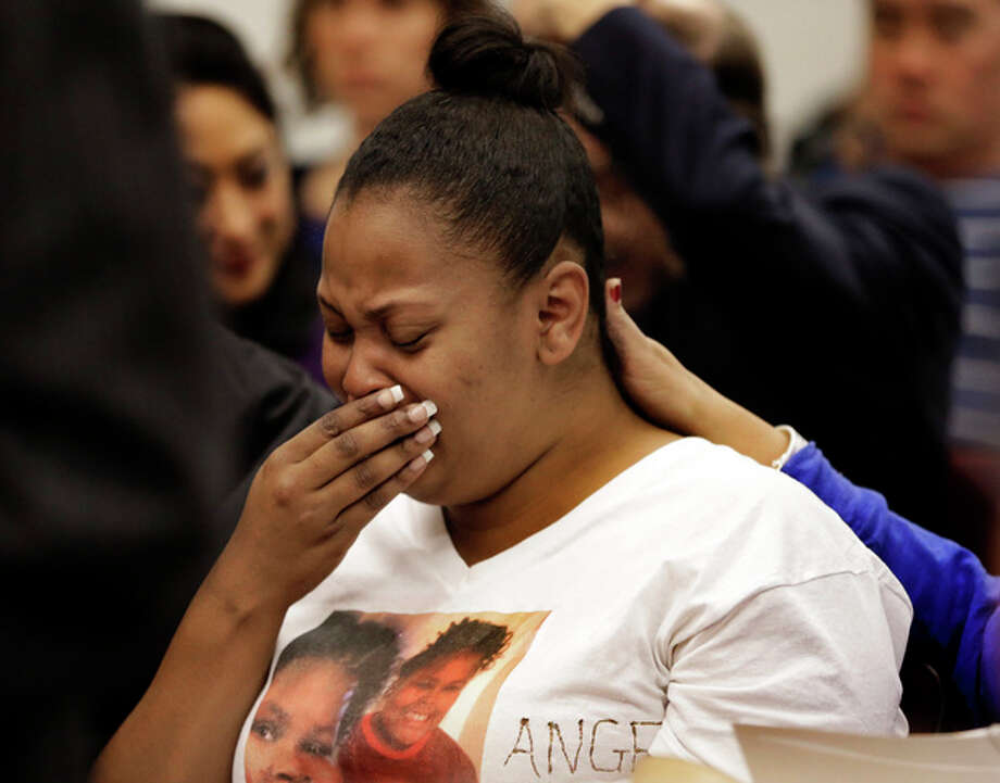 Nailah Winkfield, mother of 13-year-old Jahi McMath, cries before a courtroom hearing regarding McMath, Friday, Dec. 20, 2013, in Oakland, Calif. McMath remains on life support at Children's Hospital Oakland nearly a week after doctors declared her brain dead, following a supposedly routine tonsillectomy. (AP Photo/Ben Margot) / AP