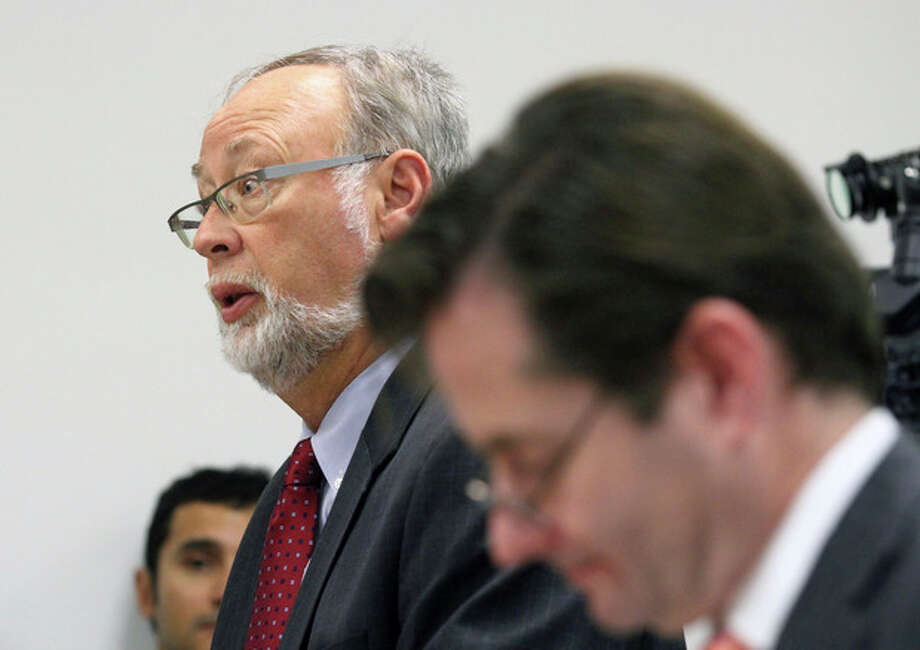 Douglas C. Straus, attorney for Children's Hospital, left, speaks to Judge Evelio M. Grillo during a hearing in Department 31 in the Post Office Building Friday, Dec. 20, 2013 in Oakland, Calif. A judge on Friday ordered a California hospital to keep a girl declared brain dead on life support following what was supposed to be a routine tonsillectomy. (AP Photo/The Tribune, Laura A. Oda) MAGS OUT; MANDATORY CREDIT / Bay Area News Group