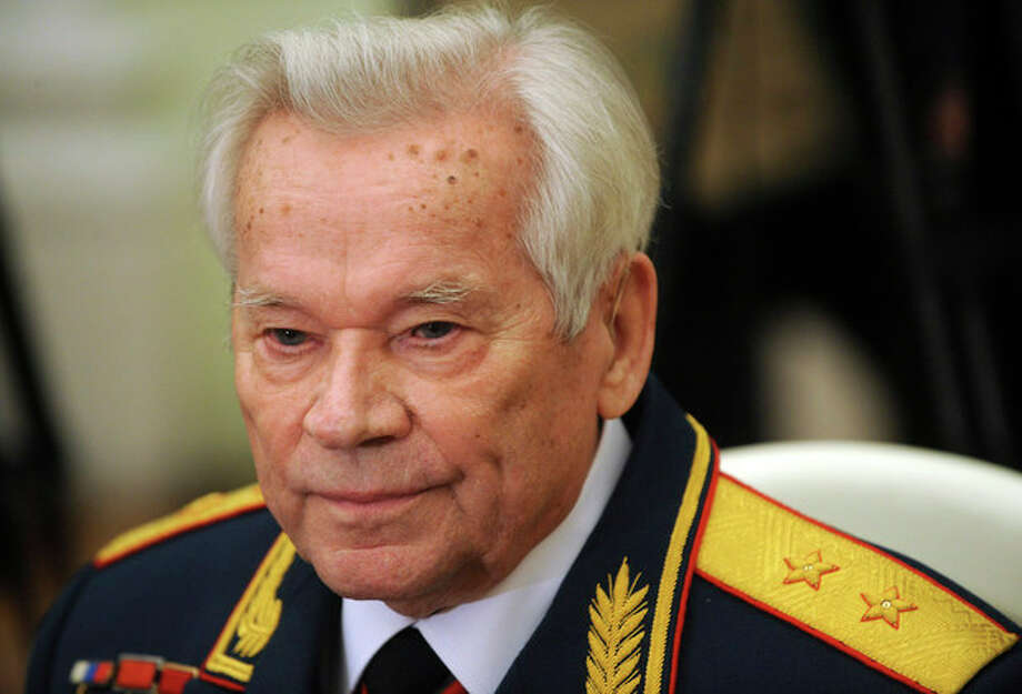 FILE - In this Tuesday, Nov. 10, 2009 file photo Mikhail Kalashnikov, who invented the AK-47 assault rifle, attends festivities to celebrate his 90th birthday at the Kremlin in Moscow. Mikhail Kalashnikov, whose work as a weapons designer for the Soviet Union is immortalized in the name of the world's most popular firearm, has died at the age of 94, Monday Dec. 23, 2013. (AP Photo/Natalia Kolesnikova, Pool, File) / pool AFP