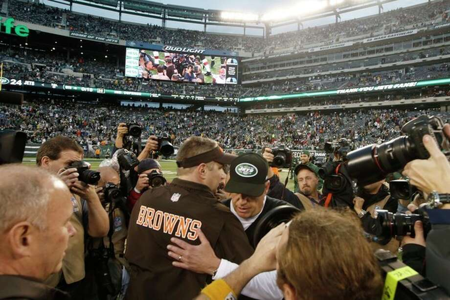 New York Jets head coach Rex Ryan, center right, greets Cleveland Browns head coach Rob Chudzinski at midfield after an NFL football game on Sunday, Dec. 22, 2013, in East Rutherford, N.J. The Jets won the game 24-13. (AP Photo/Kathy Willens) / AP