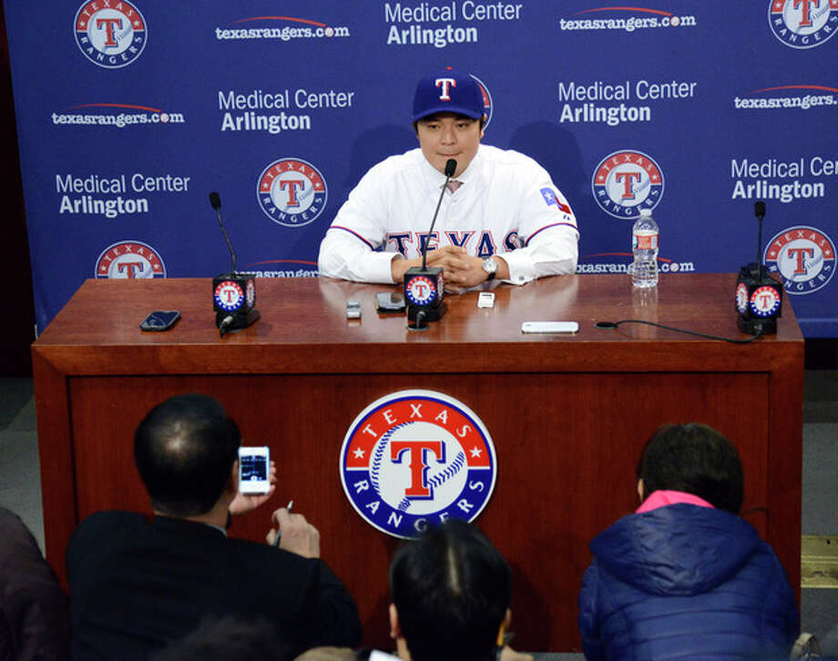 Shin-Soo Choo, of South Korea, answers questions during a news conference announcing his signing to the Texas Rangers, Friday, Dec. 27, 2013, in Arlington, Texas. Choo was signed to a $130 million, seven-year contract. (AP Photo/Tim Sharp) / FR62992 AP