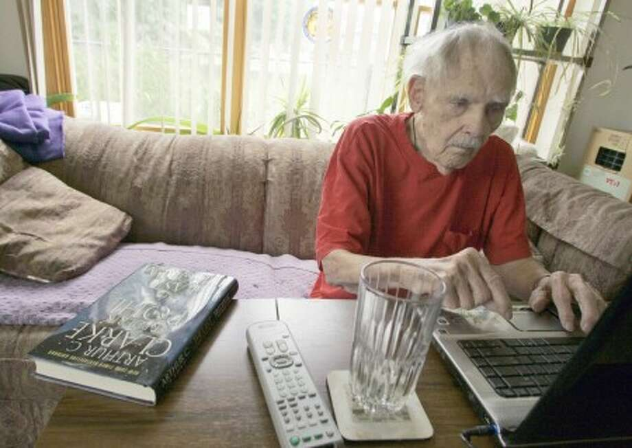 Science fiction writer Frederik Pohl works on his laptop at his Palatine, Ill. home July 22, 2008. (AP Photo/Russel A. Daniels)