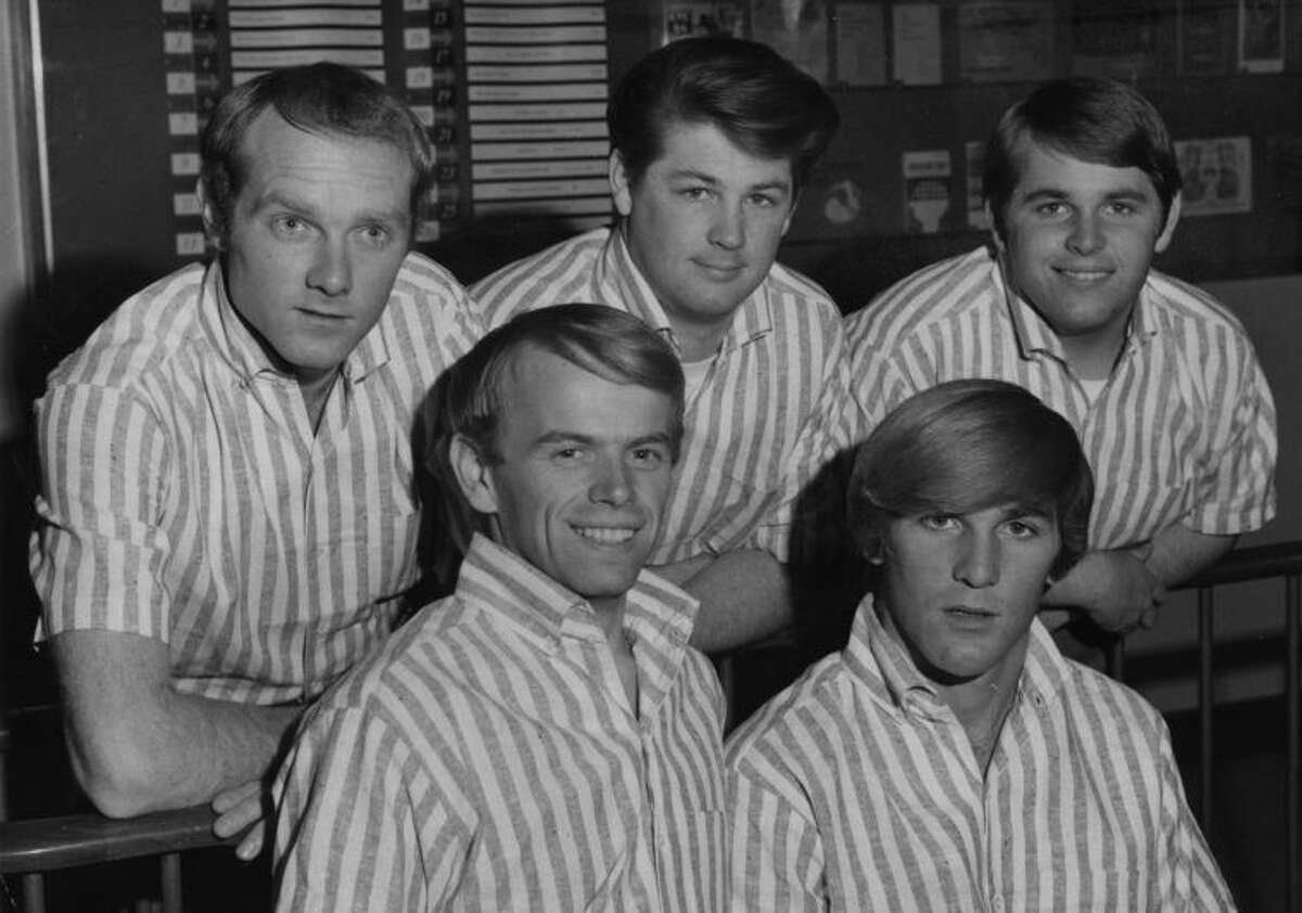 17th November 1964: American pop group The Beach Boys in 1964. From left to right, Mike Love, Al Jardine, Brian Wilson, Dennis Wilson (1944 - 1983) and Carl Wilson (1946 - 1998). (Photo by Fox Photos/Getty Images)