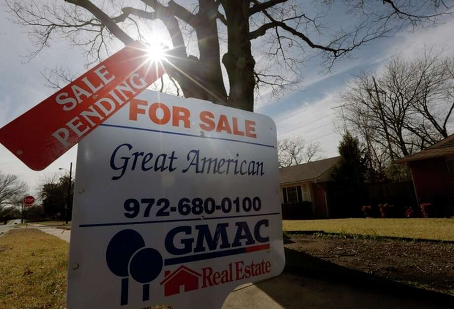 FILE - In this Friday, Feb. 22, 2013 file photo, a sale pending announcement sits atop a for sale sign in a home's yard in Richardson, Texas. National Association of Realtors releases pending home sales index for November on Monday, Dec. 30, 2013. (AP Photo/LM Otero, File) / AP