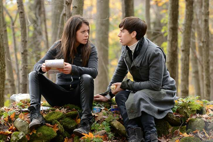 Orphan Black, Season 2, Episode 3, Sarah (Tatiana Maslany) and Felix (Jordan Gavaris) OB2_EP203_D3_O23_SW_0035.JPG