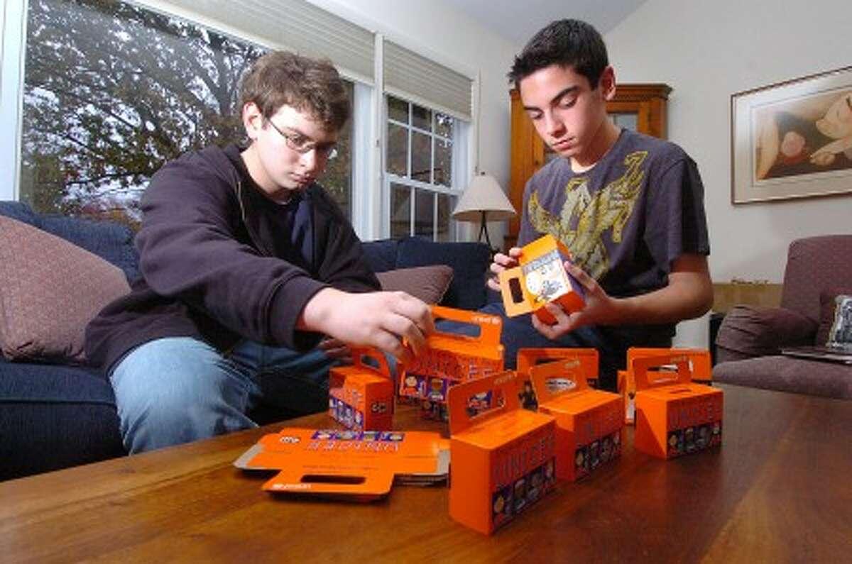 Photo/Alex von Kleydorff. l-r 17yr old Daniel Berman and brother 14yr old Jon, work on their UNICEF project.