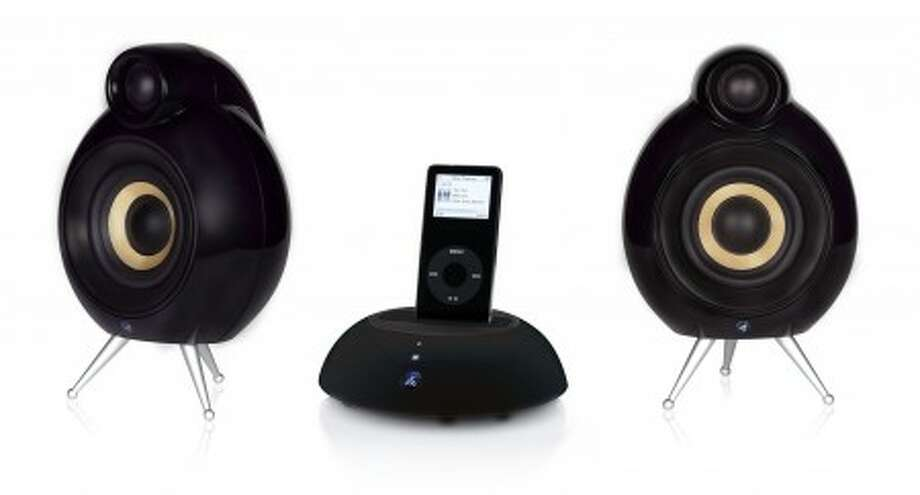 The Dock Pack Scandyna is a good choice for a high-end standalone iPod dock and a pair of high-tech looking and uniquely designed Micropod SE speakers.