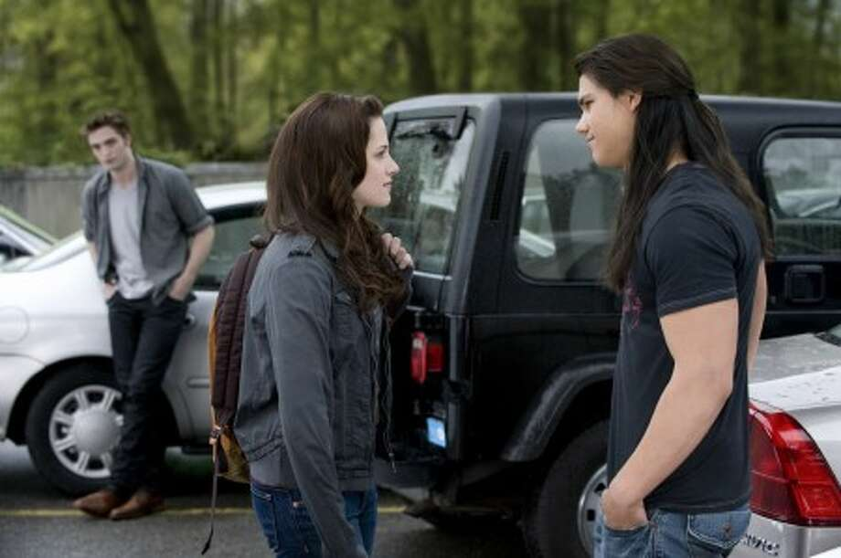 """In this film publicity image released by Summit Entertainment, Robert Pattinson, background left, Kristen Stewart, and Taylor Lautner, right, are shown in a scene from """"The Twilight Saga: New Moon."""" (AP Photo/Summit Entertainment, Kimberley French)"""