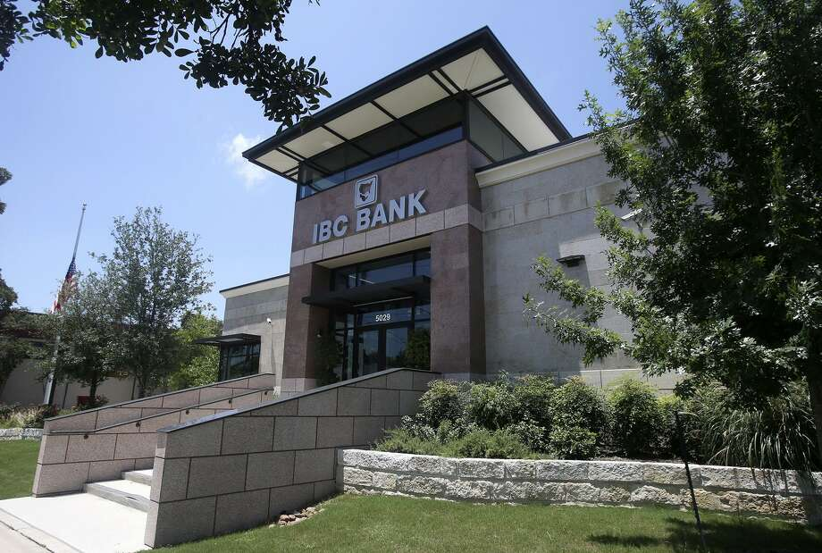 The IBC Bank on Broadway in San Antonio. The bank's parent company, International Bancshares Corp., posted a 17.5 percent increase in profits last year. Photo: John Davenport /San Antonio Express-News / ©San Antonio Express-News/John Davenport
