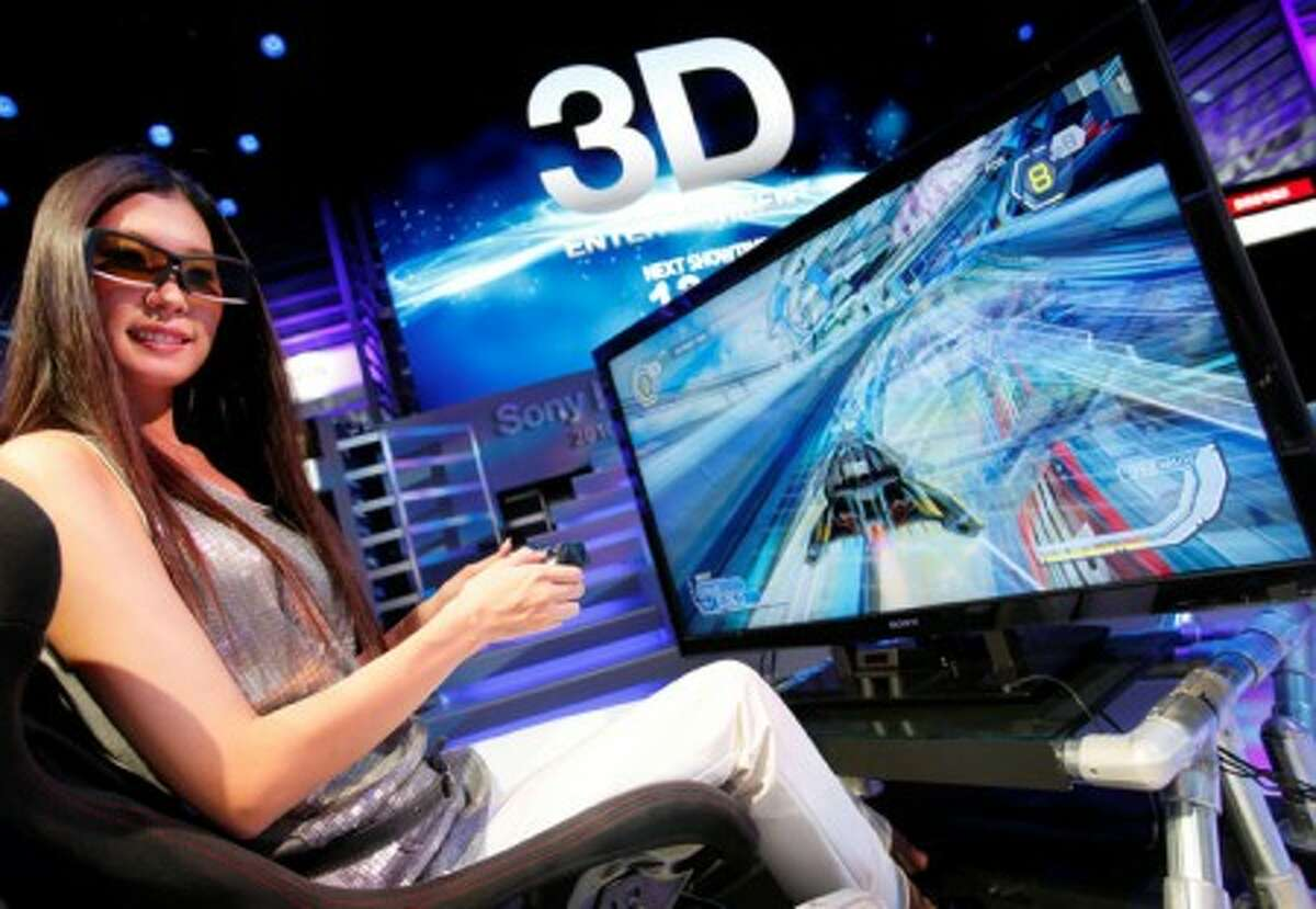 A model demonstrates Sony Corp.''s video game in 3D during the country''s biggest consumer electronics sow in Chiba, near Tokyo, Japan, Wednesday, Oct. 7, 2009. Japan''s big-name electronic manufacturers are readying flat-screen TVs that can show high-definition movies and video games in 3-D to launch next year. (AP Photo/Itsuo Inouye)