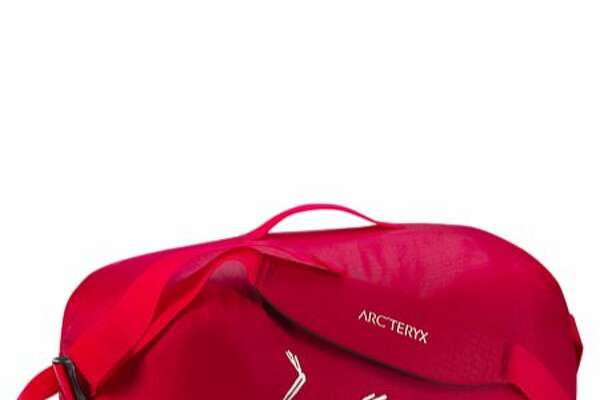 The lightweight Arc�teryx Carrier Duffle 35 is far tougher than it first appears.