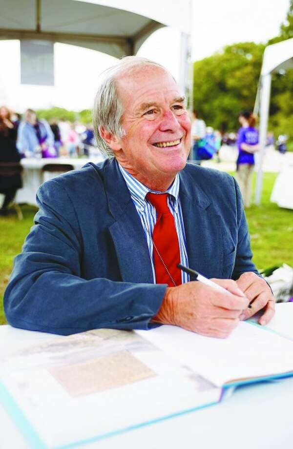 Sept. 26, 2009-Connecticut native author Steven Kellogg signs books for fans at the National Book Festival in Washington, D.C. Kellogg has illustrated almost 90 books, The Pied Piper''s Magic is his most recent. Caroline Treadway