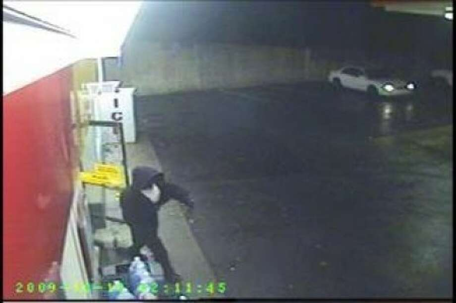 Norwalk police release video and video stills of suspects in gas station killing
