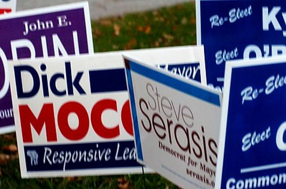 Polling signs at Nathan Hale Middle School. Hour photo / Erik Trautmann