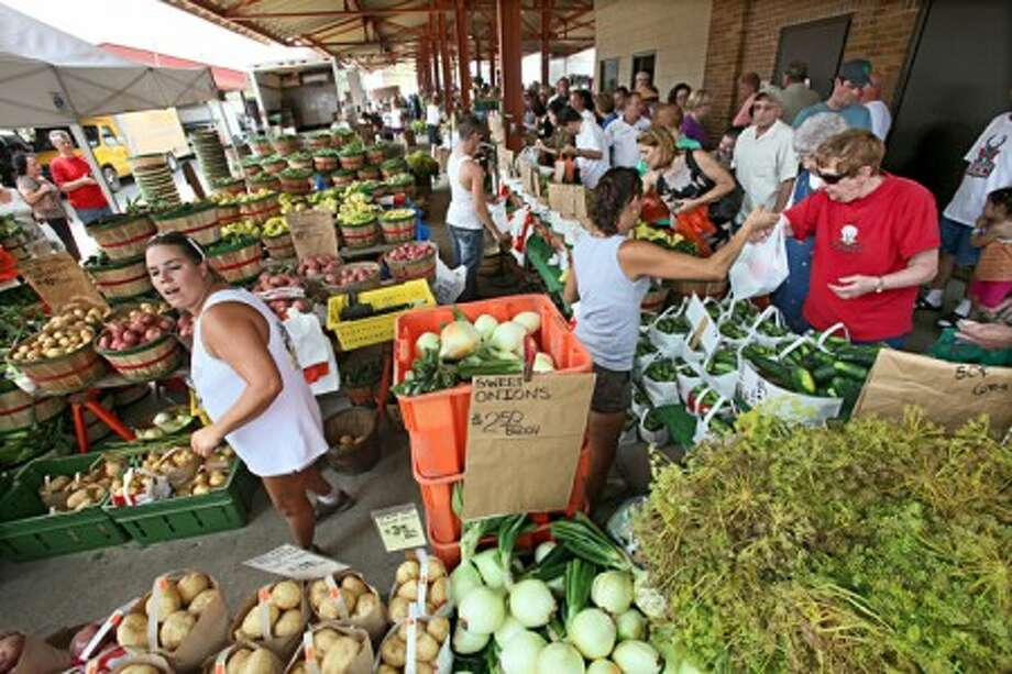 The West Allis Farmers Market in West Allis, Wisconsin, draws a bushel of customers, not to mention an ample supply of produce. Those who help organize farmers markets have a number of suggestions for shoppers, including giving yourself time to browse and bringing your own bags. (MCT)