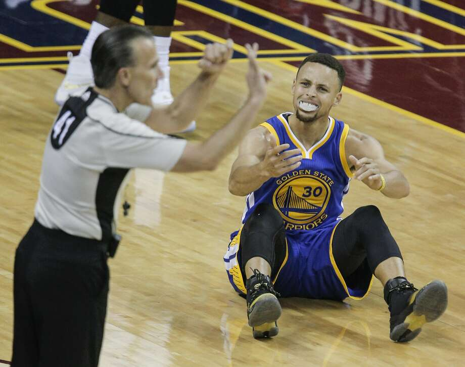 The Warriors' Stephen Curry can't believe a foul called against him in the first quarter. Curry wound up fouling out and getting a technical that sent him off the court. Photo: Carlos Avila Gonzalez, The Chronicle