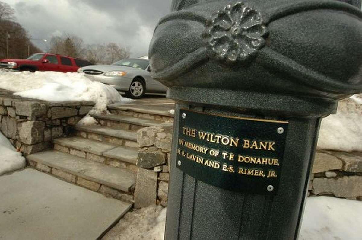 Photo/Alex von Kleydorff. Lamp post in Wilton center with memorial plaque, sponsored by The Wilton Bank