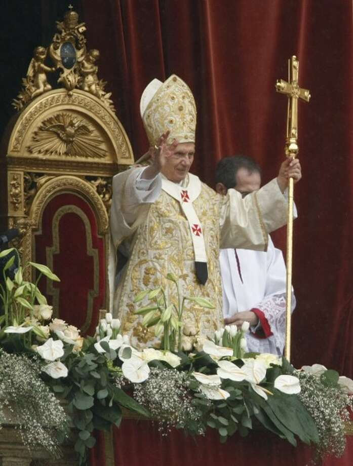 Easter Mass becomes papal pep rally in Rome