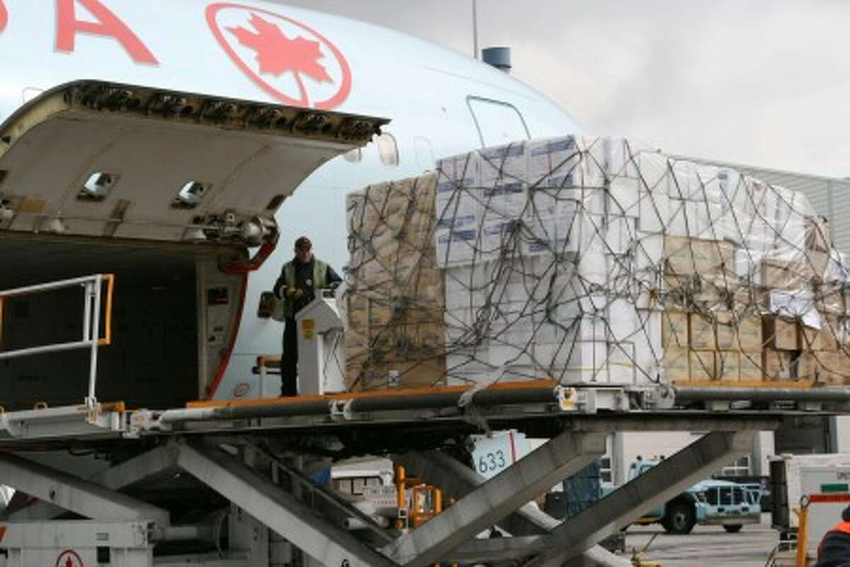 Aircastle loads Boeing 767 to bring supplies to Haiti