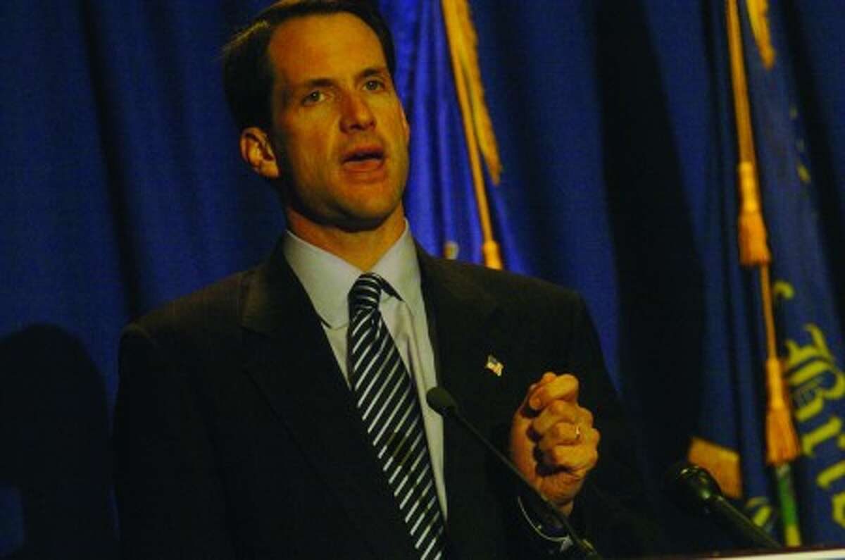 Himes urges voters in Bridgeport to keep heading to the polls