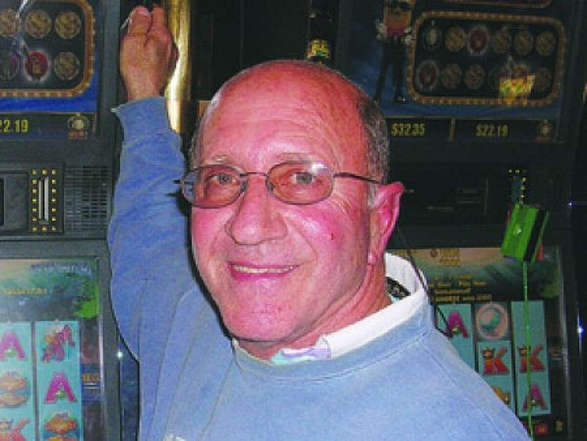 Norwalker wins a pretty penny at slot machine