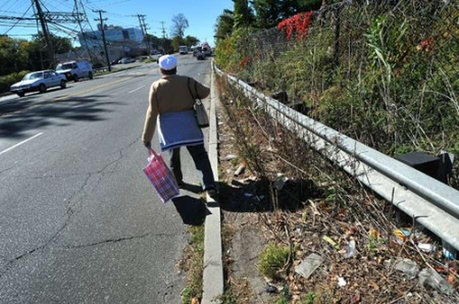 Photo/Alex von Kleydorff. A pedestrian steps onto Connecticut ave after running out of sidewalk south bound.