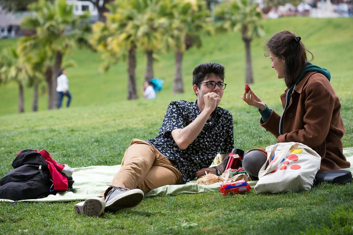 Best places to picnic in SF Take time to enjoy the sun and your favorite summer fruit on the lush green lawns of these SF parks.