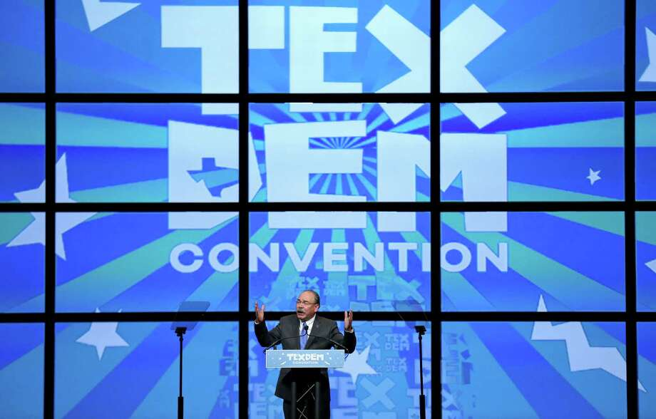 Texas Democratic chairman Gilberto Hinojosa revs up the crowd at the 2016 Texas Democratic Convention at the Alamodome. Photo: Edward A. Ornelas, Staff / © 2016 San Antonio Express-News
