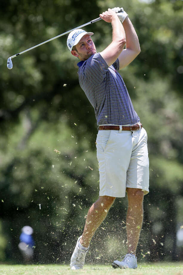 Zach Atkinson from Colleyville tees off on the 18th hole during the second round of the 107th Texas Amateur golf tournament at Oak Hills Country Club on Friday, June 17, 2016.  MARVIN PFEIFFER/ mpfeiffer@express-news.net Photo: Marvin Pfeiffer, Staff / San Antonio Express-News / Express-News 2016