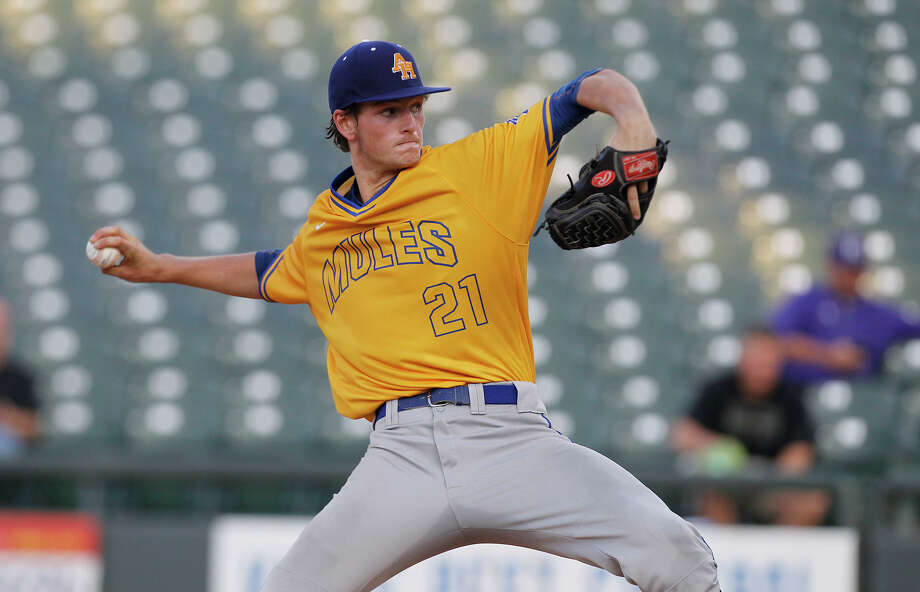 Alamo Heights' Forrest Whitley pitches against College Station during the UIL state baseball 5A semifinal in Round Rock on June 9, 2016. Photo: Stephen Spillman /For The Express-News