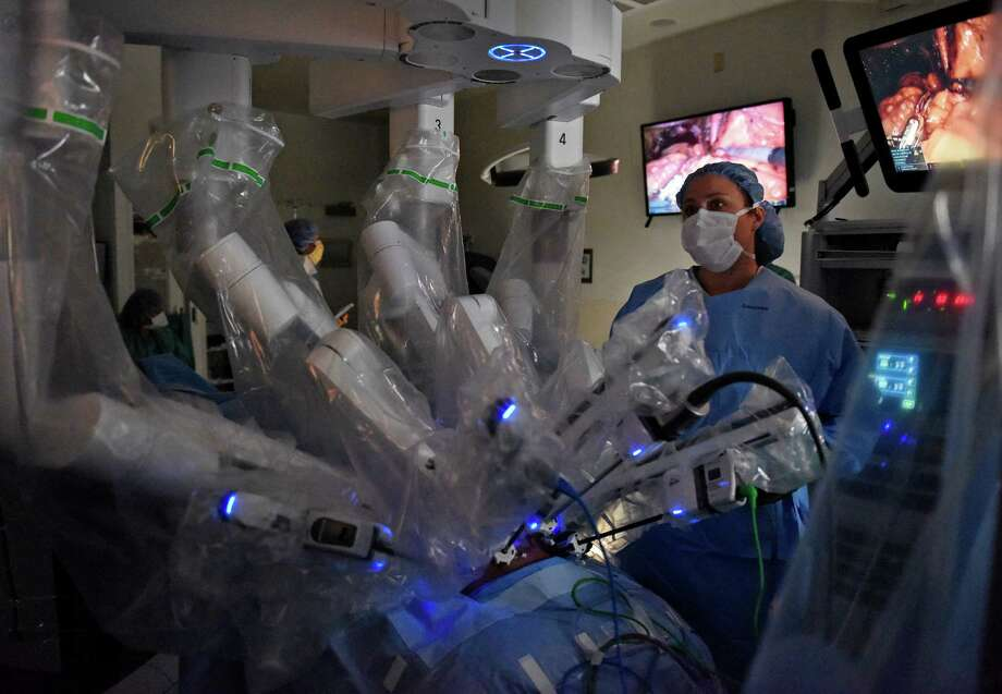 Caroline Filor, OB/GYN, M.D., assists in performing a hysterectomy using the da Vinci robotic surgery machine at Greenwich Hospital in Greenwich, Conn. Thursday, Oct. 29, 2015. Surgeons at the hospital recently performed their 100th operation using the machine. Photo: Tyler Sizemore / Hearst Connecticut Media / Greenwich Time