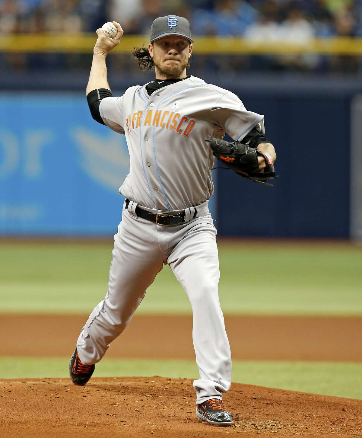 San Francisco Giants starting pitcher Jake Peavy throws during the first inning of a baseball game against the Tampa Bay Rays Saturday, June 19, 2016, in St. Petersburg, Fla. (AP Photo/Mike Carlson)
