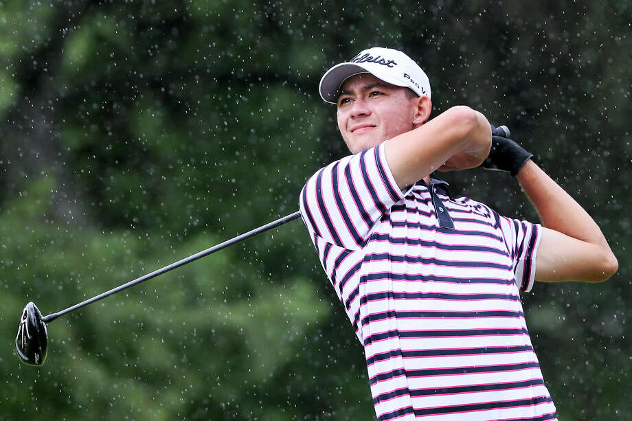 Frederick Wedel of The Woodlands tees off in the rain on the 4th hole during the final round of the 107th Texas Amateur golf tournament at Oak Hills Country Club on Sunday, June 19, 2016.  Wedel finished five-under-par for the tournament to win by one stroke over Branson Davis of McKinney.  MARVIN PFEIFFER/ mpfeiffer@express-news.net Photo: Marvin Pfeiffer, Staff / San Antonio Express-News / Express-News 2016