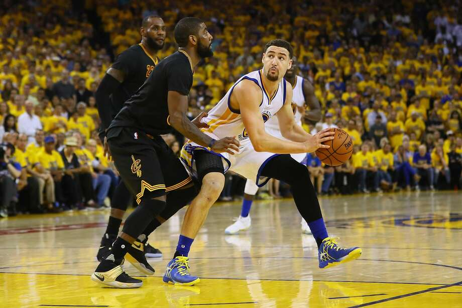Klay Thompson handles the ball against Kyrie Irving during the second half in Game 7 of the 2016 NBA Finals. Photo: Ezra Shaw, Getty Images