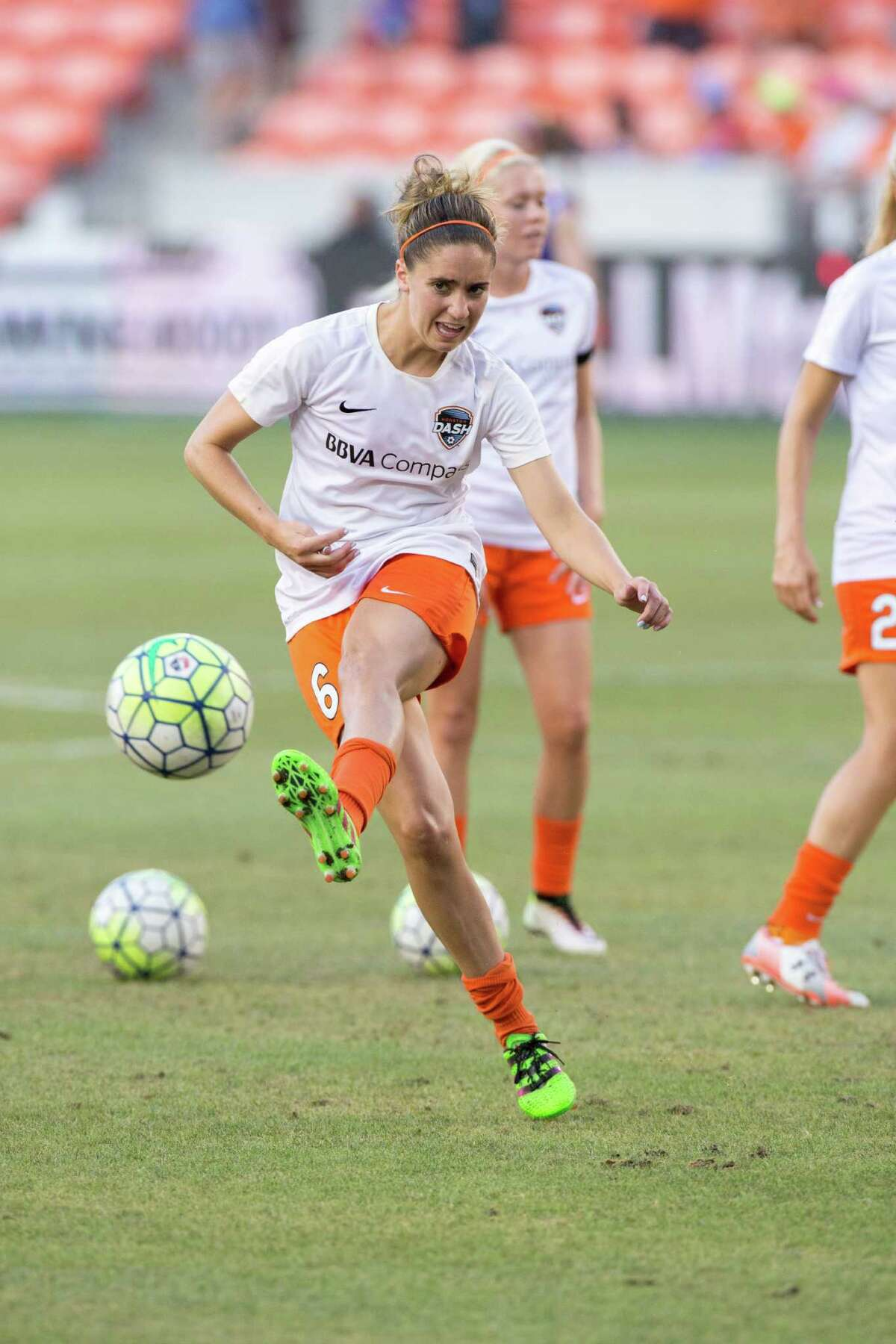 Houston Dash midfielder Morgan Brian (6) warms up on the field against the FC Kansas City before action between the Houston Dash and the FC Kansas City during a soccer game at BBVA Compass, Sunday, June 19, 2016, in Houston. FC Kansas City defeated Houston Dash 1-0. ( Juan DeLeon / for the Houston Chronicle )