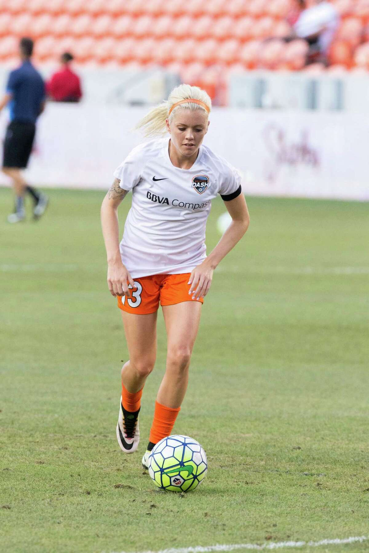 Houston Dash midfielder Denise O'Sullivan (13) warms up on the field against the FC Kansas City before action between the Houston Dash and the FC Kansas City during a soccer game at BBVA Compass, Sunday, June 19, 2016, in Houston. FC Kansas City defeated Houston Dash 1-0. ( Juan DeLeon / for the Houston Chronicle )