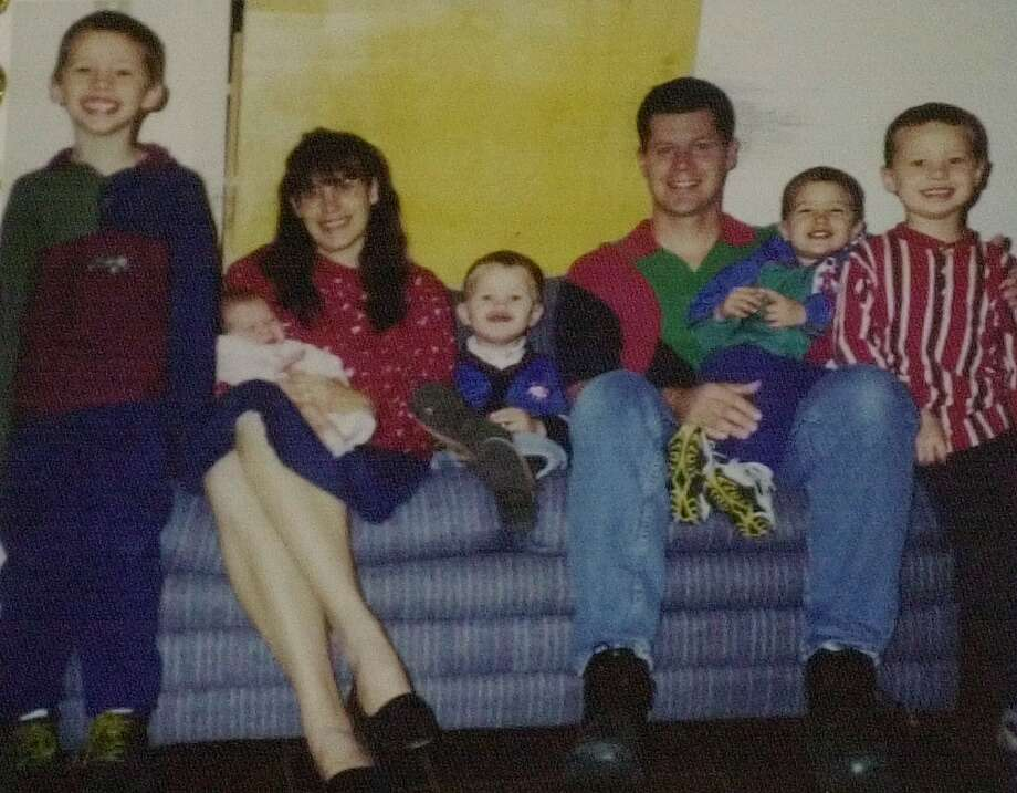 FILE PHOTO: Parents Andrea and Russell Yates with their five children: Noah, 7; Mary, six months; Luke, 2; Paul, 3, and John, 5. The children were buried Wednesday, June 27, 2001, in Houston. Photo: /AP / YATES FAMILY