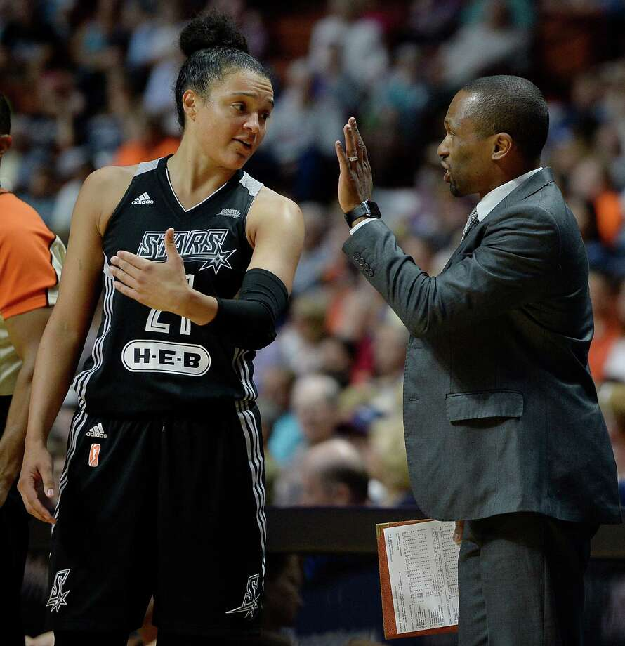 Stars assistant coach James Wade (right) talks with Kayla McBride (left) during the first half on June 19 in Uncasville, Conn. Photo: Jessica Hill /Associated Press / AP2016