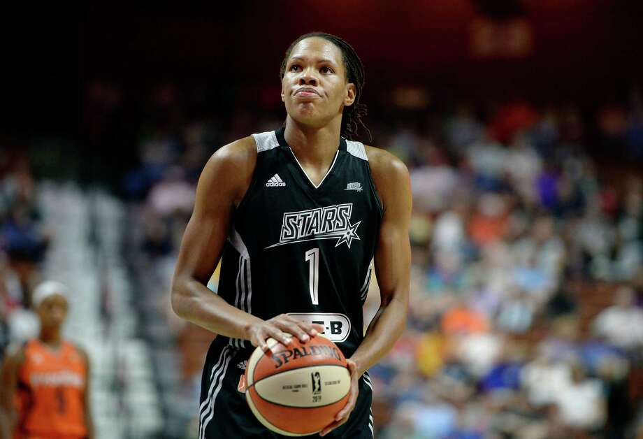 Stars' Monique Currie prepares to shoot a free throw during the second half of a WNBA against the Sun in Uncasville, Conn. Connecticut won 93-90. Photo: Jessica Hill /Associated Press / AP2016