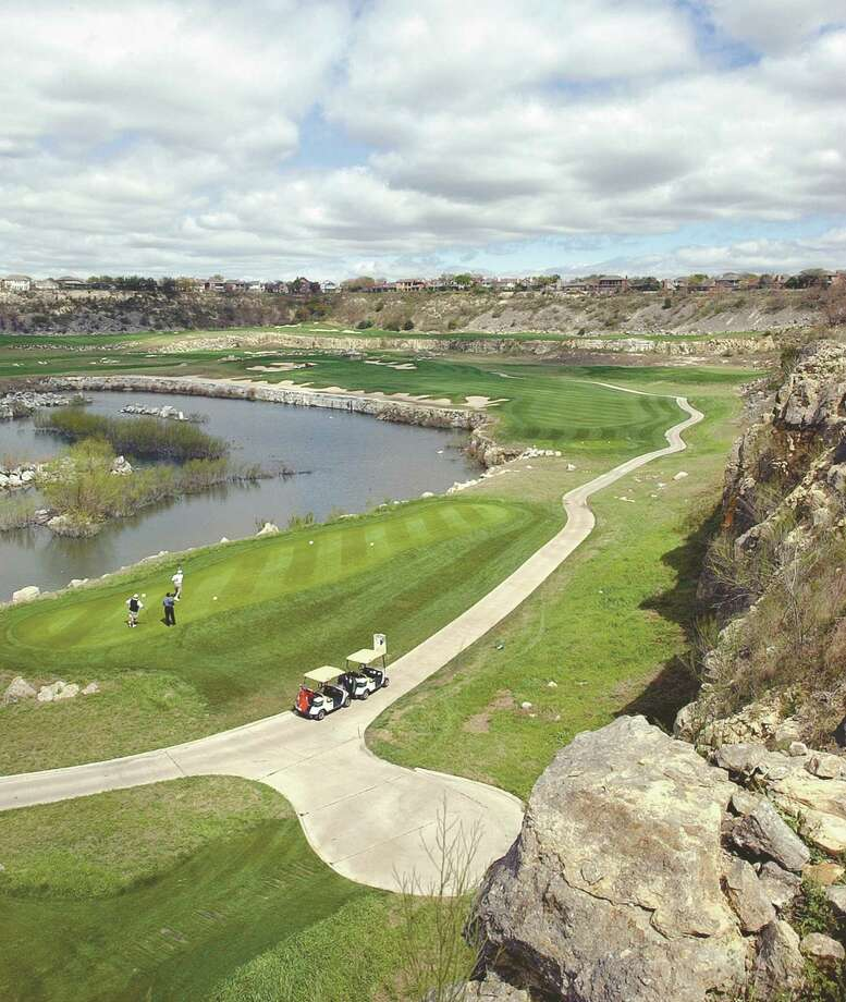 A view of the fairway of hole 13 of the Quarry Golf Club in 2002. Local developer Embrey Partners plans to replace the club's current clubhouse with an apartment complex. Photo: Express-News File Photo / SAN ANTONIO EXPRESS-NEWS