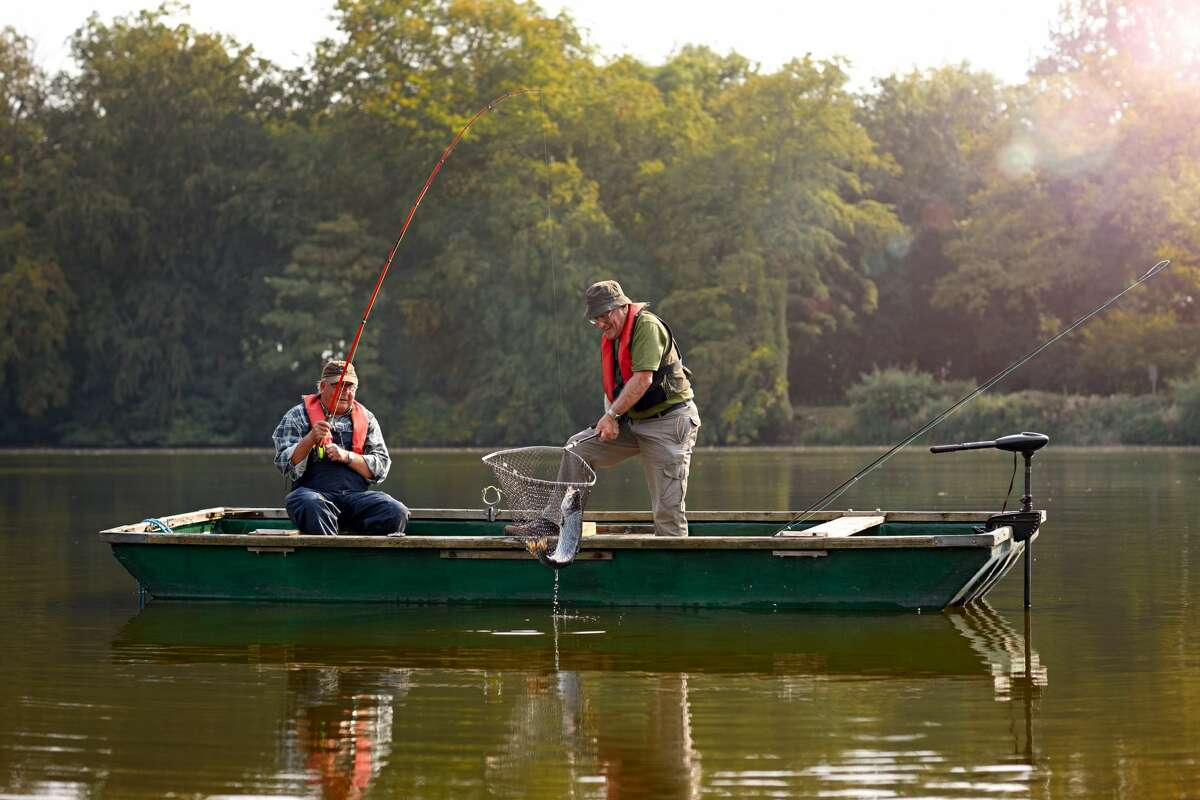 THE TOP 10 FISHING SPOTS IN THE UNITED STATES 1. Toledo Bend, Texas/Louisiana Size: 185,000 acres Source: Bassmaster Magazine