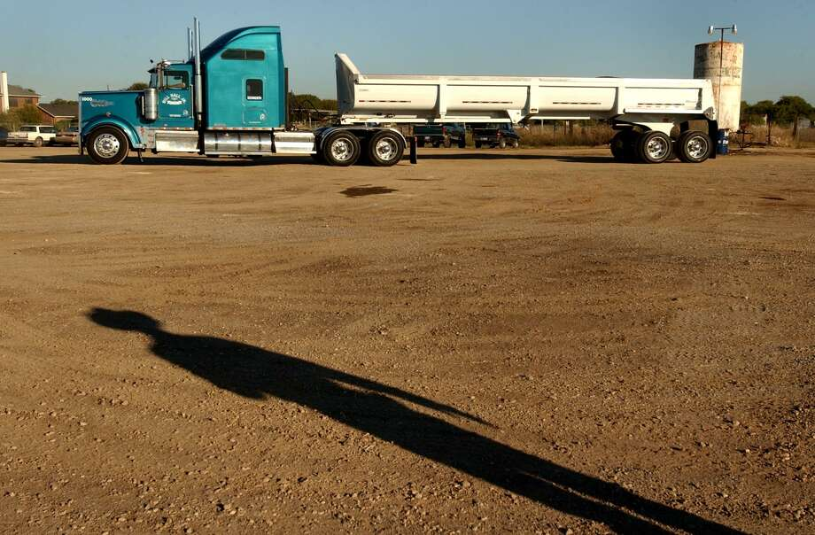 One of the companies started by the late trucking tycoon Bill Hall Jr. has withdrawn a request to have its bankruptcy case reinstated. The case was dismissed Jan. 5 because Bill Hall Jr. Trucking GP LLC failed to filed a reorganization plan and proof of property insurance before a November deadline. Photo: San Antonio Express-News /File Photo / SAN ANTONIO EXPRESS-NEWS